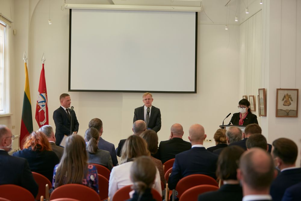 Official opening of the exhibition in Vilnius. On the stage from the left: Mr Rafał Rogulski (Director of  the ENRS) and  Dr. Arūnas Bubnys (Director of Tuskulenai Memorial Complex). Photo: Bartosz Frątczak