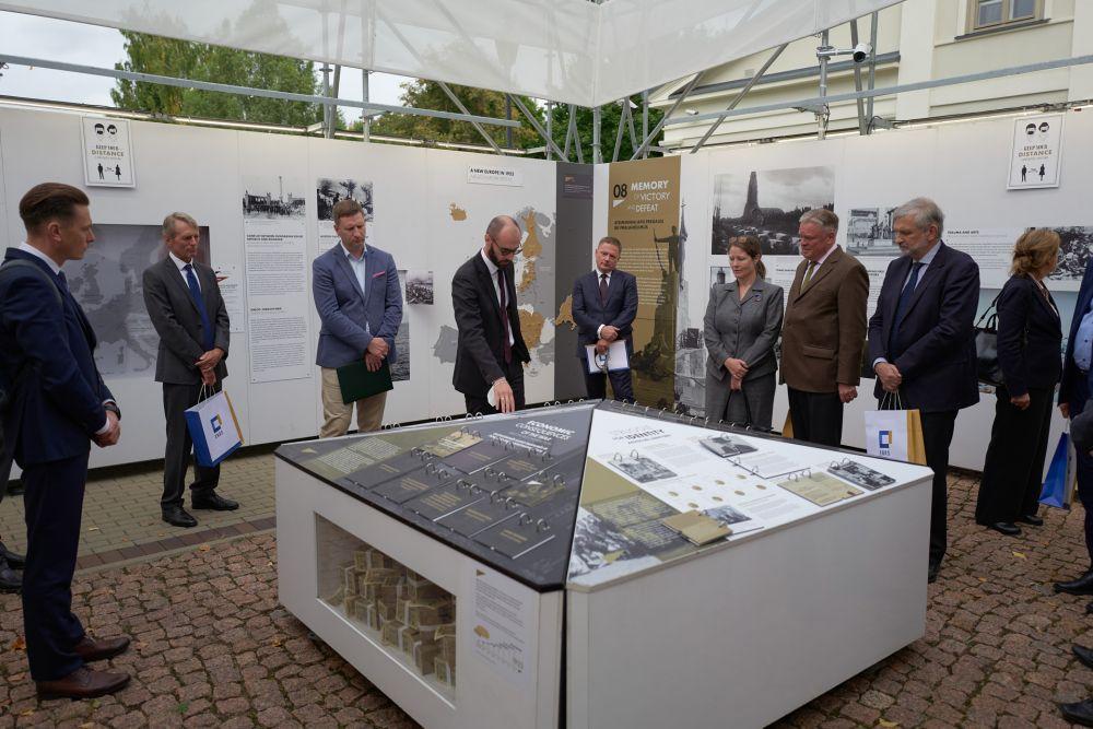Official opening of the exhibition in Vilnius. Guided tour of the exhibition by Dr. Bartosz Dziewanowski-Stefańczyk. Photos: Bartosz Frątczak