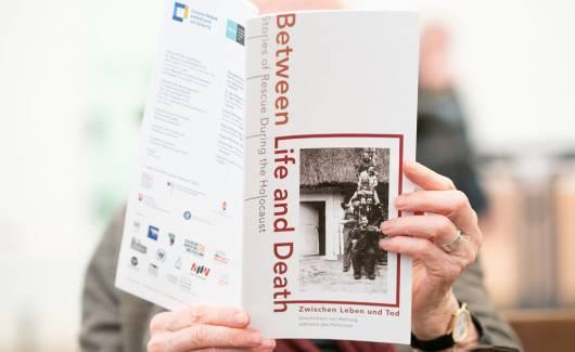 Photo of the publication Zwischen Leben und Tod. Austellungskatalog [DE]